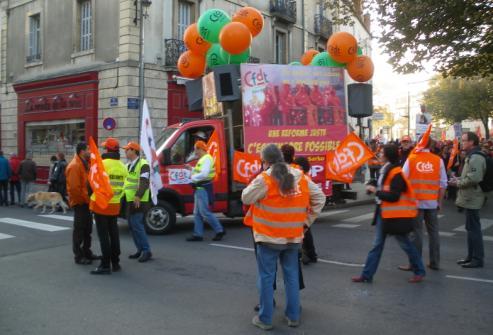 """Camion CFDT Dijon pour """"Une réforme juste encore possible !"""" à la manifestation de Dijon contre la réforme des retraites"""