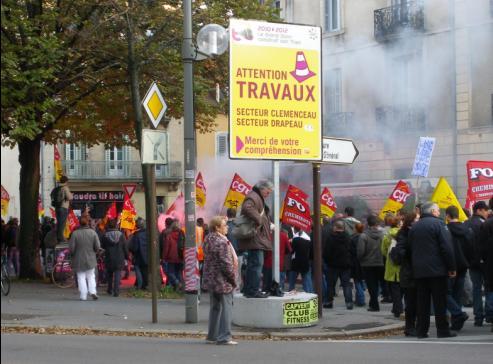 Dijon en travaux pour le TRAM lors de la manifestation de Dijon contre la réforme des retraites