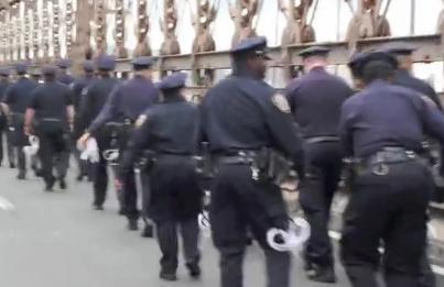 policiers sur le pont de Brooklyn à New York, US, Occuper Wall Street
