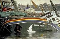 Le Rainbow Warrior de Greenpeace coul� le 10 juillet 1985 dans le port d'Auckland, en Nouvelle-Z�lande, 1 photographe tu� par la DGSE.