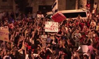 Manifestations de jour comme de nuit à Tel Aviv